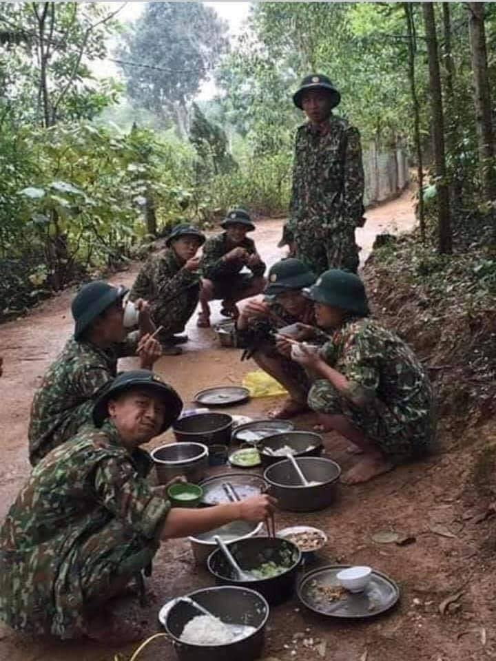 Bộ đội nhường chỗ ăn ngủ cho người cách ly covid 19